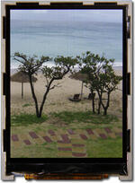 Beach photo, modified to appear as the eye perceives the image on the display.